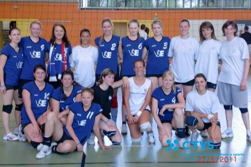 Družstvo volejbalistek VŠE na Mezinárodním turnaji v Lyonu