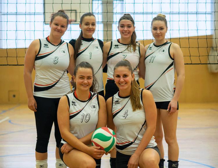 Reprezentace volejbalistek VŠE vPražské vysokoškolské volejbalové lize má za sebou další sezónu