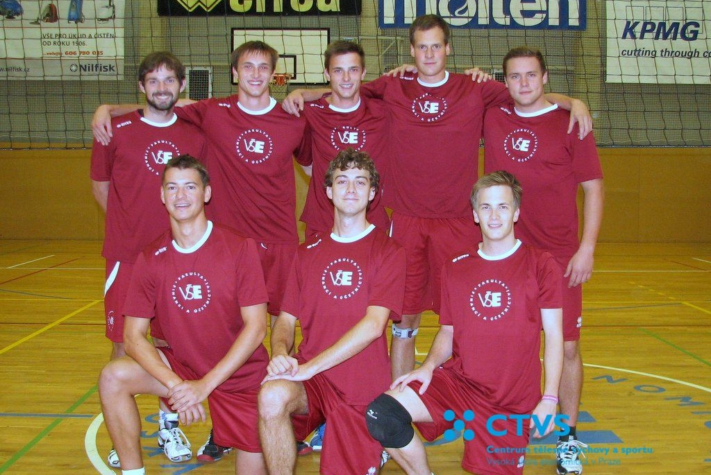 Hráči FFÚ - Volejbalová liga VŠE