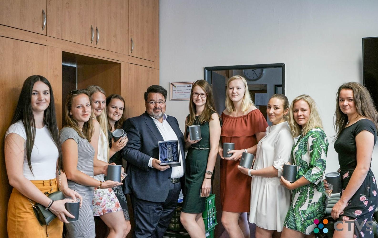 Setkání doc. Ing. L. Mejzlíka, Ph.D. se studentkami FFÚ, vítězným týmem 7. ročníku VL VŠE