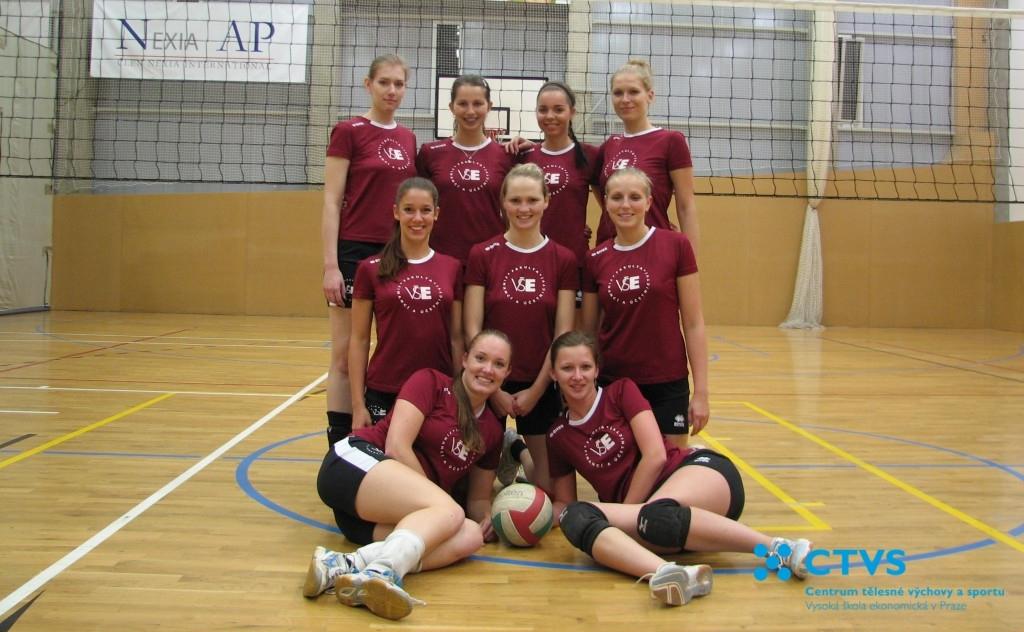 Hráčky FFÚ - Volejbalová liga VŠE